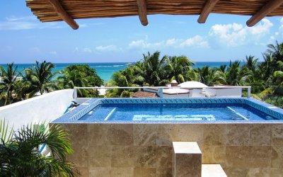 Luxury-Swimming-pool-Playa-Del-Carmen-beach